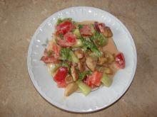 Sałatka z kurczakiem w sosie paprykowym