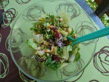 Sałatka z kurczakiem wędzonym i selerem naciowym