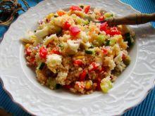 Sałatka z kuskusa z warzywami i jajkiem