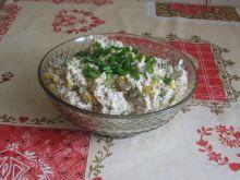 Sałatka z kuskusem i gotowany kurczakiem