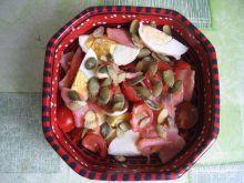 Sałatka z łososiem i pestkami dyni