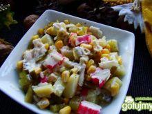 Sałatka z majonezem i surimi