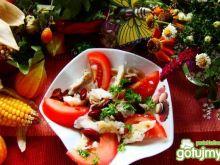 Sałatka z makaronem i grillowana tilapią