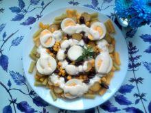 Sałatka z makaronem i jajem