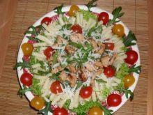 Salatka z makaronem ,rukola i kurczakiem