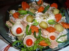 Sałatka  z makaronem sojowym i tuńczykiem