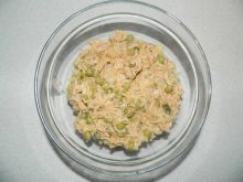 Sałatka z makaronem z zupek chińskich z tuńczykiem