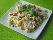 Sałatka z makrelą i ogórkami konserwowymi