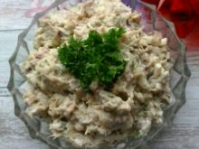 Sałatka z makreli, jajka, cebuli i szczypiorku