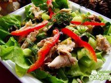 Sałatka z makreli ,ogórka i oliwek