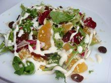 Sałatka z mandarynką i suszonymi pomidorami
