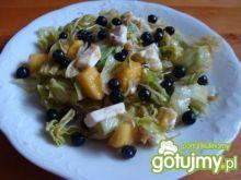 Sałatka z mango fetą i jagodami