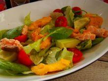 Sałatka z mango  i grillowanym łososiem