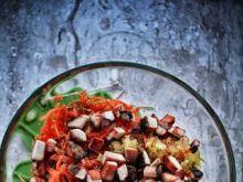 Sałatka z marchewki z mięsną wkładką