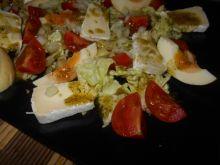 Sałatka z marynowanym jajkiem