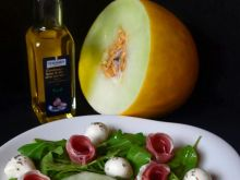 Sałatka z melonem i szynką parmeńską