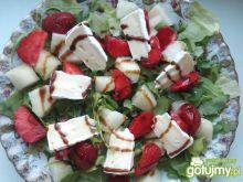 Sałatka z melonem i truskawkami