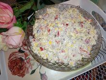 Sałatka z mięsem z rosołu i papryką konserwową