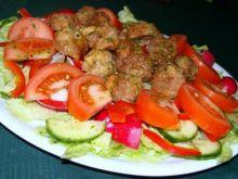 Sałatka z mięsnymi kuleczkami
