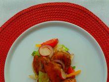 Sałatka z miodowym kurczakiem