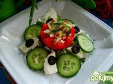 Sałatka z mozzarellą i ogórkiem zielonym