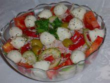 Sałatka z mozzarellą i polędwicą