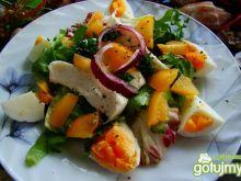 Sałatka z mozzarella i żółtym pomidorem