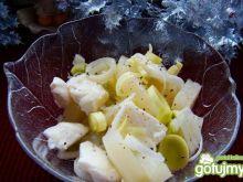 Sałatka z mozzarellą ,porem i ananasem