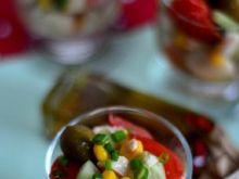Sałatka z mozzarellą w szklankach