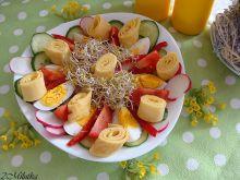 Sałatka z naleśnikiem i kiełkami brokuła