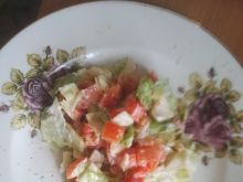 Sałatka z odchudzonym sosem czosnkowym