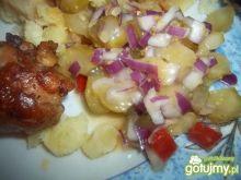 Sałatka z ogórka konserwowego i papryki