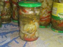 Sałatka z ogórka, papryki, koperku i cebuli
