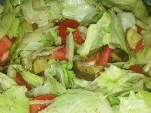 Sałatka z ogórkiem kiszonym do obiadu