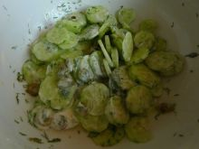 Sałatka z ogórków i oliwek