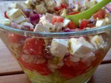 Sałatka z ogórków i pomidorów z serem feta