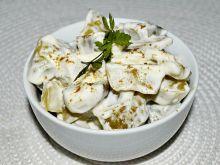 Sałatka z ogórków kiszonych z jogurtem greckim