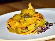 Sałatka z ogórków konserwowych i smażonej cebuli