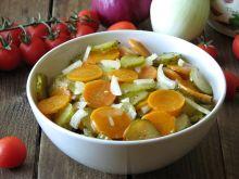Sałatka z ogórków małosolnych i marchewki