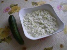 Sałatka z ogórków, ryżu i kefiru