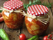 Sałatka z ogórków w zalewie pomidorowej