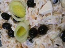 Sałatka z oliwek, pora i jajek
