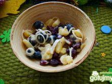 Sałatka z oliwkami i fasolką