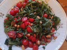 Sałatka z orzechami w sosie sojowym