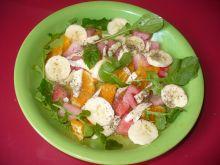 Sałatka z oscypkiem i arbuzem, mandarynką