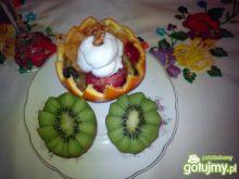 Sałatka z owoców z dodatkiem orzechów