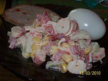 sałatka z pałkami surimi,lekka,świerza