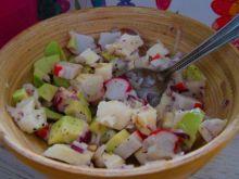 Sałatka z paluszkami krabowymi i mozzarellą