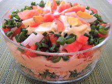 Sałatka z pęczakiem, jarmużem i sosem łososiowym