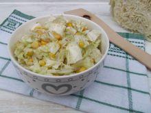 Sałatka z pekinki, kukurydzy i sera mozzarella